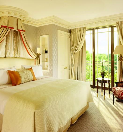 Park Suite - Master bedroom sunlight summer version