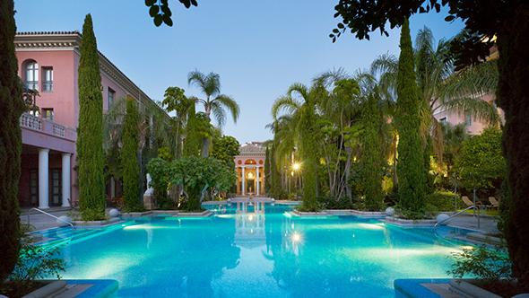 Anantara Villa Padierna Palace Hotel grounds